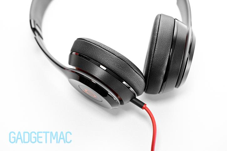 beats_solo_2_headphones_close_up_materials.jpg