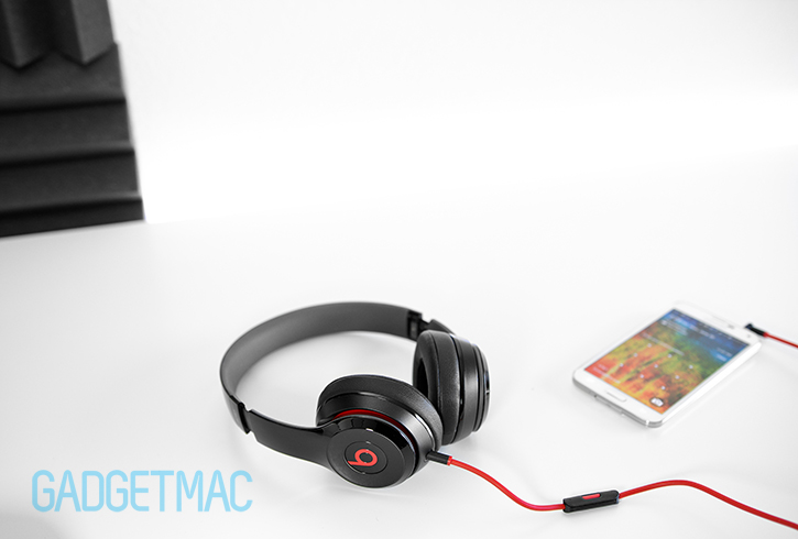 beats_solo2_2014_headphones_with_galaxy_s5.jpg