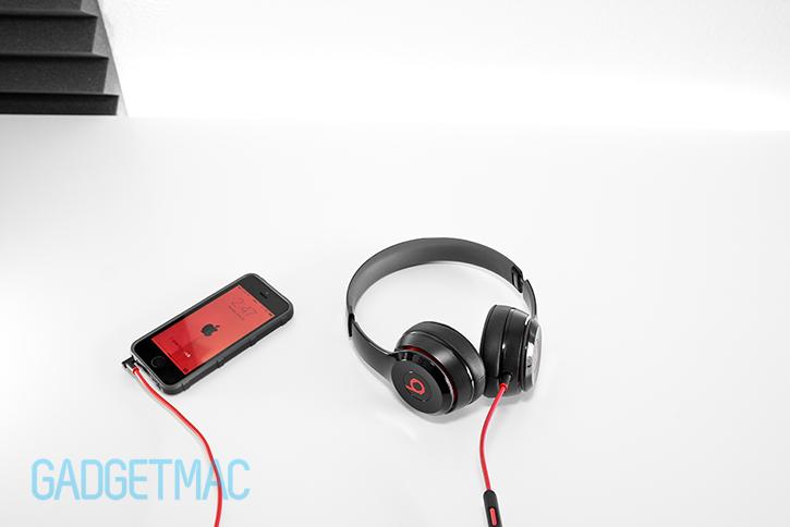 beats_black_solo_2_on_ear_headphones_5.jpg