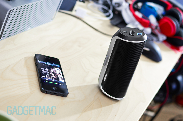 jbl_flip_portable_speaker_iphone_5.jpg