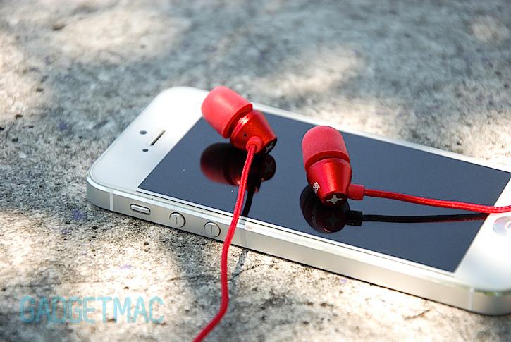 id_america_metropolitan_in_ear_headphones_red.jpg
