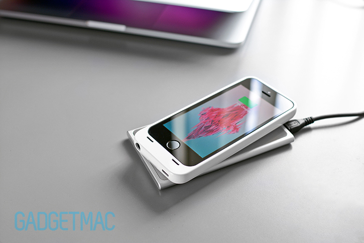 unu-aero-for-iphone-5-5s-wireless-battery-charging.jpg