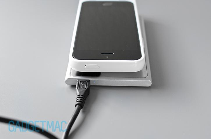 unu_aero_wireless_charging_iphone_5_5s_battery_case_pad_led.jpg