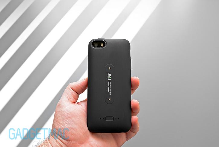 unu_aero_black_wireless_recharging_iphone_5s_battery_case_rear.jpg