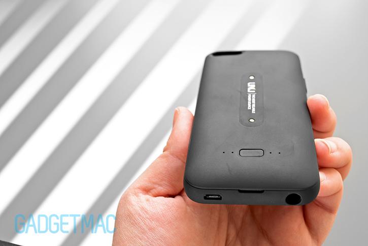 unu_aero_wireless_recharging_iphone_5s_battery_case_black_matte_finish.jpg