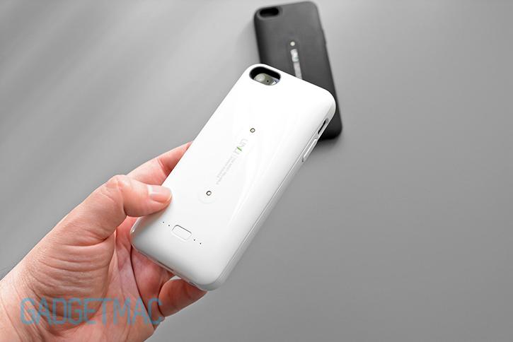 unu_aero_white_wireless_recharging_iphone_5s_battery_case_rear.jpg