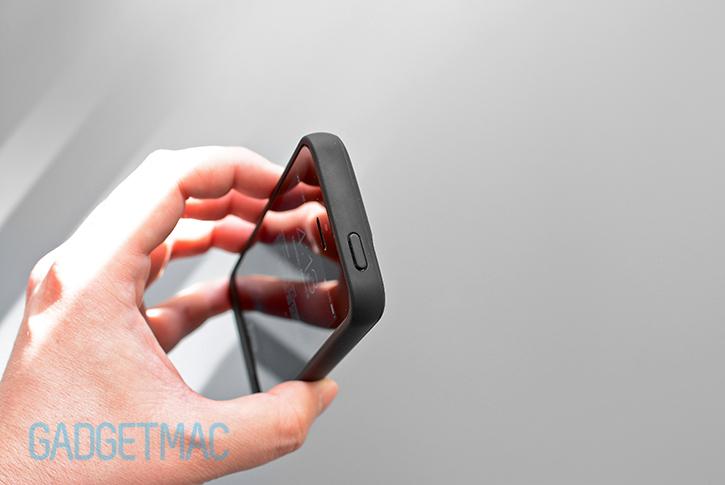 unu_aero_iphone_5s_wireless_charging_battery_case_top_button.jpg