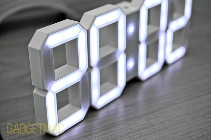 kibardin_white_and_white_led_clock_edge.jpg
