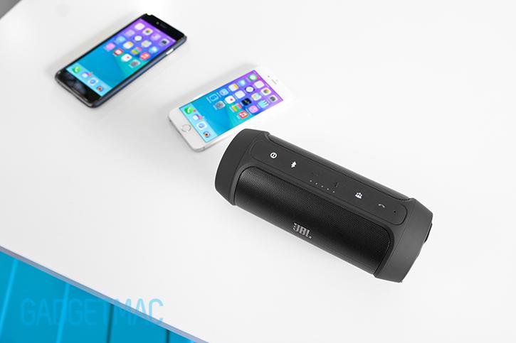 jbl-charge-2-portable-wireless-speaker-social-mode-iphone-6-6-plus.jpg