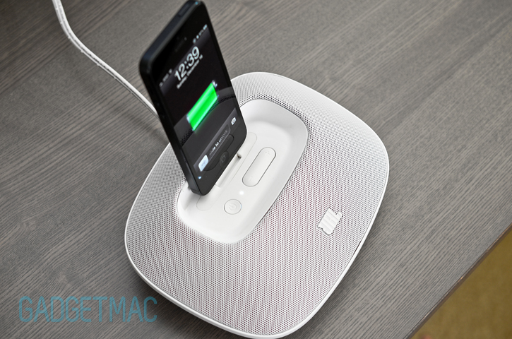 jbl_onbeat_micro_iphone_5_lightning_speaker_dock.jpg