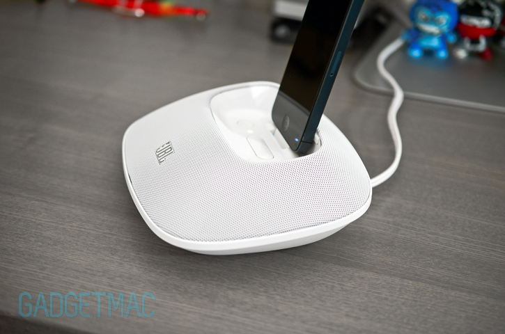jbl_onbeat_micro_iphone_5_speaker_dock_side.jpg