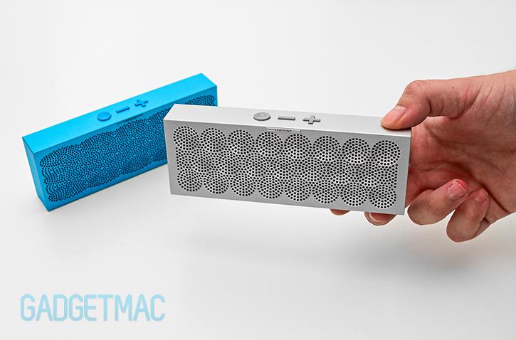 jawbone_mini_jambox_aluminum_portable_wireless_bluetooth_4_speaker_stylish_in_hand.jpg