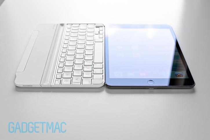 logitech_ultrathin_2_slim_aluminum_keyboard_cover_for_ipad_side_by_side.jpg