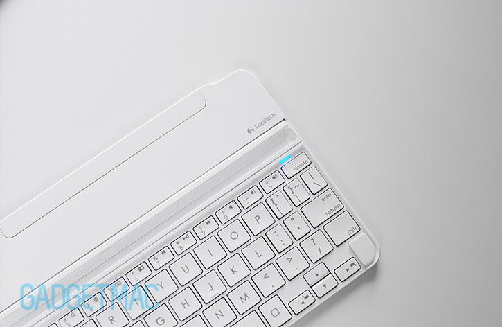 logitech_ultrathin_2_slim_aluminum_magnetic_clip_on_keyboard_cover_top.jpg