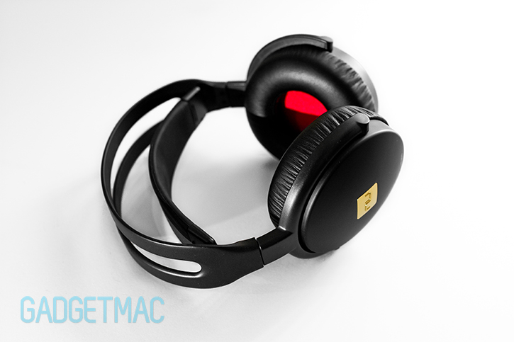 nuforce_hp_800_headphones_iphone_6.jpg