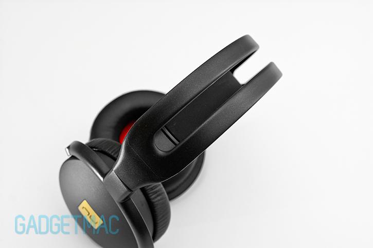 nuforce_hp800_headphones_headband_top.jpg