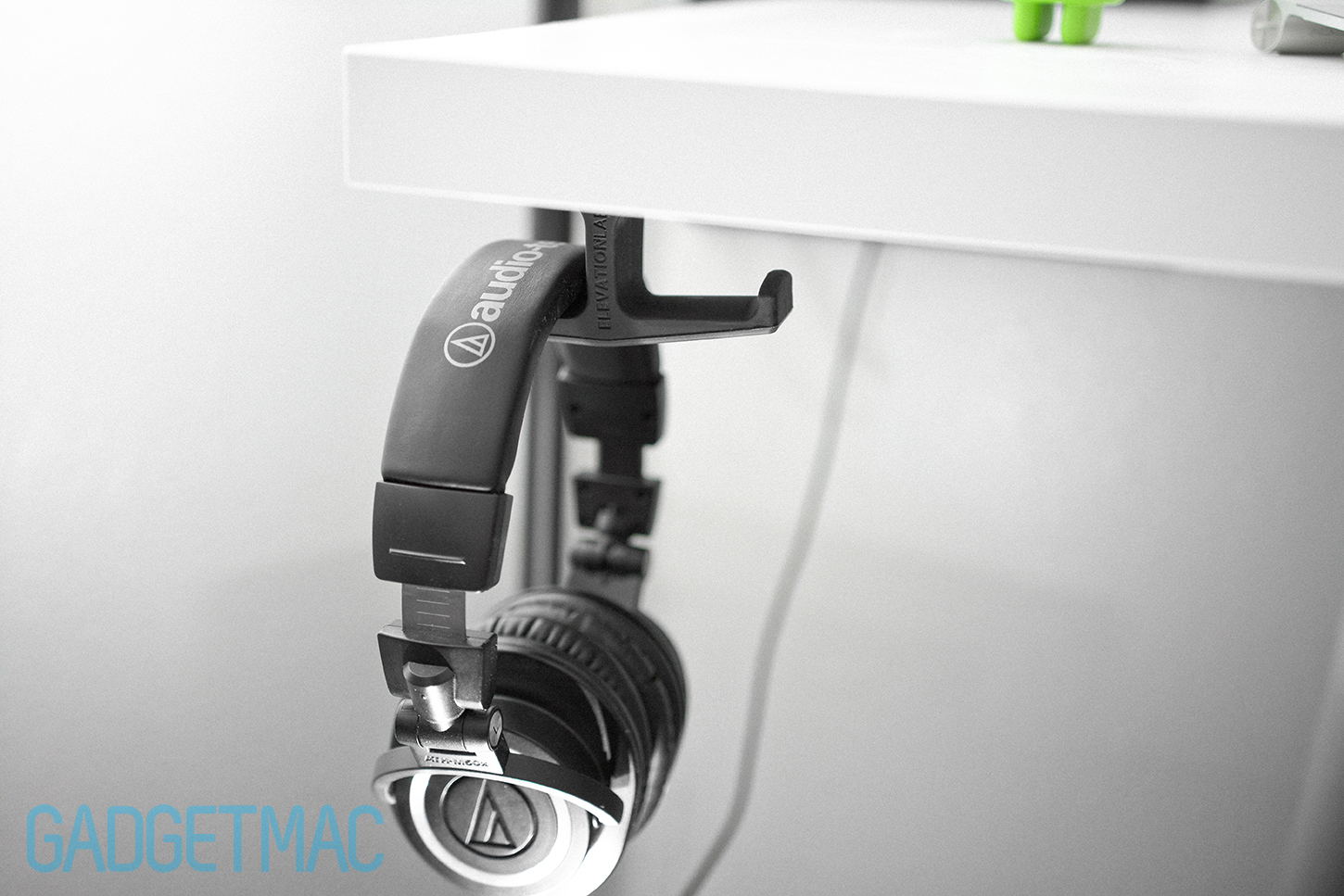 elevation-lab-anchor-under-desk-headphone-mount-m50x_cable.jpg