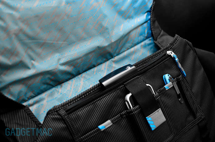 Thule Crossover Messenger Bag Compartments.jpg
