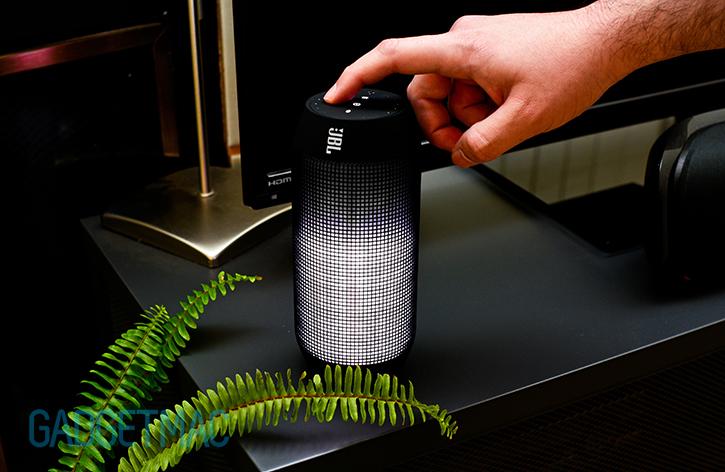 jbl_pulse_led_bluetooth_wireless_portable_speaker_white_volume.jpg