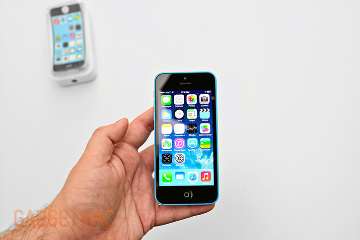 apple_iphone_5c_blue_hands_on.jpg