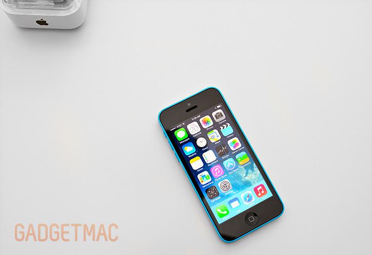 apple_iphone_5c_blue_hands_on_retina_display.jpg