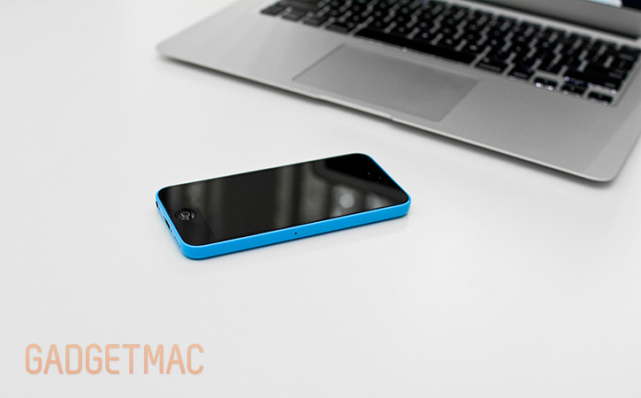 apple_iphone_5c_blue_hands_on_side.jpg