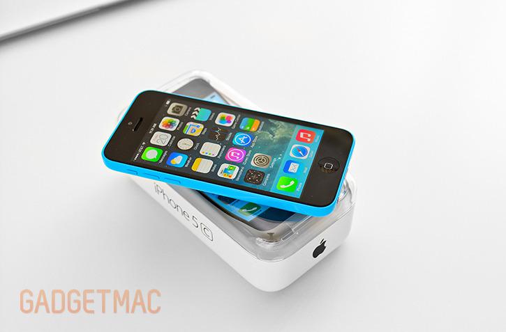 apple_iphone_5c_blue_hands_on_top_8.jpg