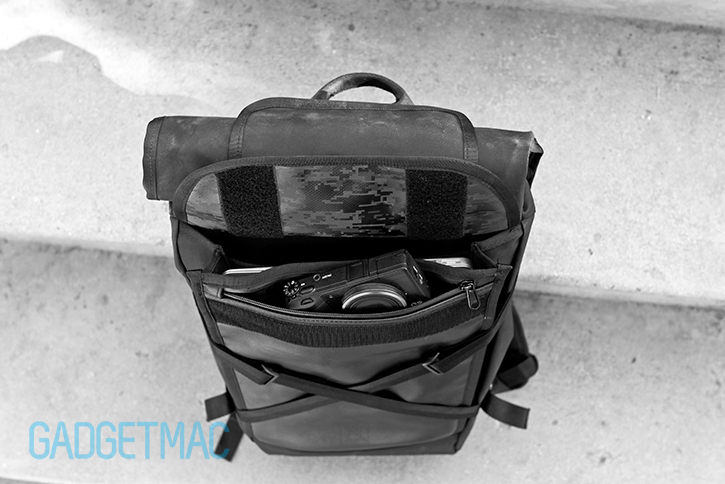 chrome_bravo_black_blckchrm_backpack_water_resistant_compartment.jpg