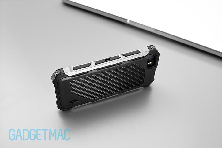 element_case_rogue_al_iphone_5s_tactical_carbon_fiber_aluminum_case_side.jpg