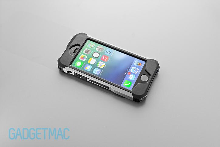 element_case_rogue_al_iphone_5s_tactical_carbon_fiber_aluminum_case.jpg
