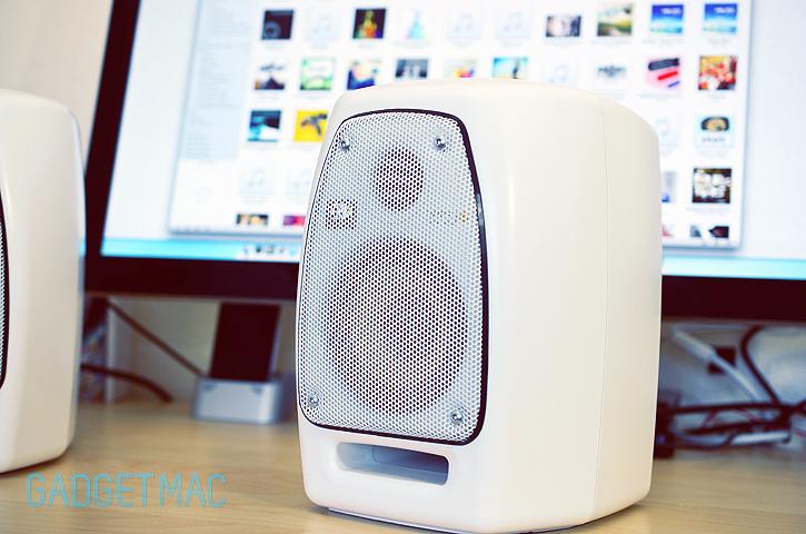 krk_vxt_4_white_speaker.jpg