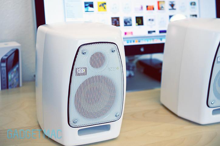 vxt_4_studio_monitor_speakers_mac.jpg