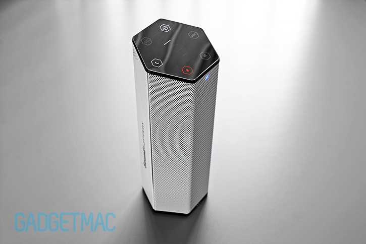 creative_sound_blasterxx_axx_200_portable_bluetooth_wireless_speaker_side_1.jpg