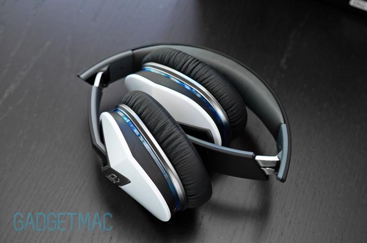logitech_ue_6000_headphones_folded.jpg