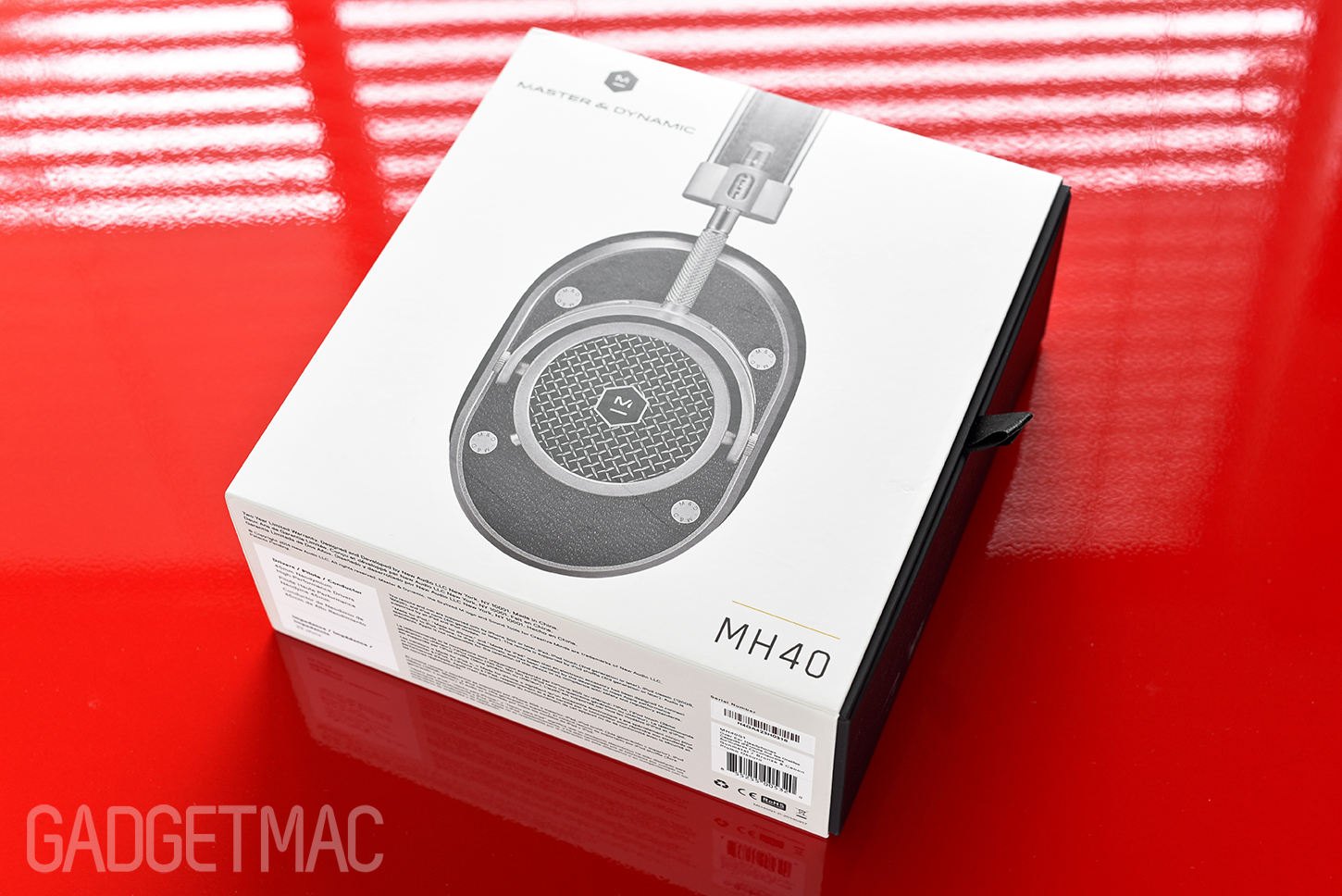 master-and-dynamic-mh40-headphones-packaging.jpg