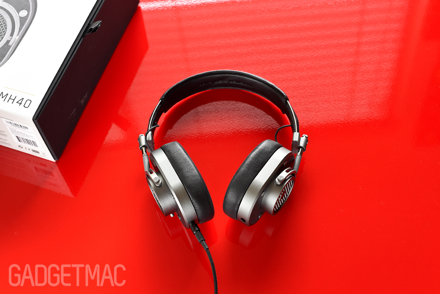 master_and_dynamic_mh40_over_ear_headphones_gunmetal.jpg