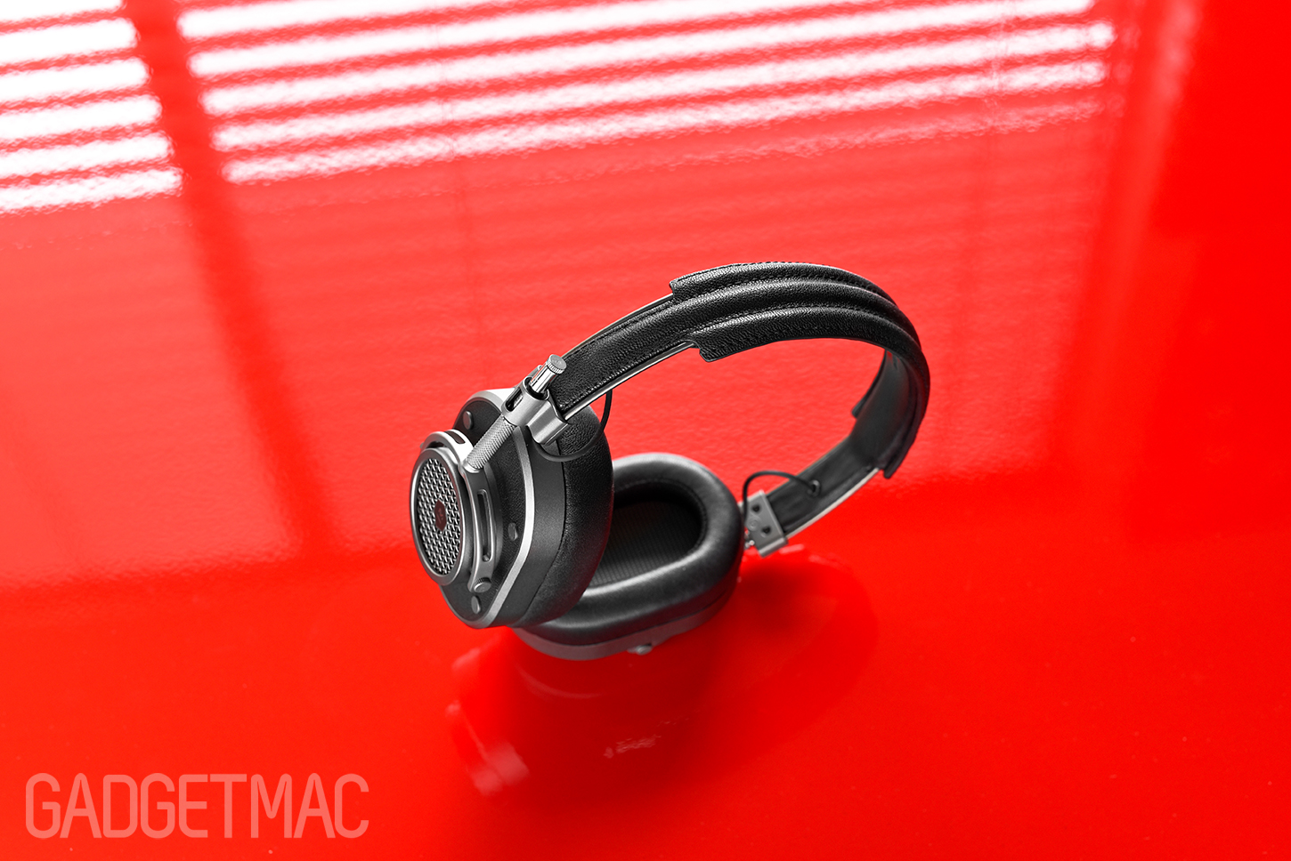 master_dynamic_mh40_headphones_leather_and_metal.jpg