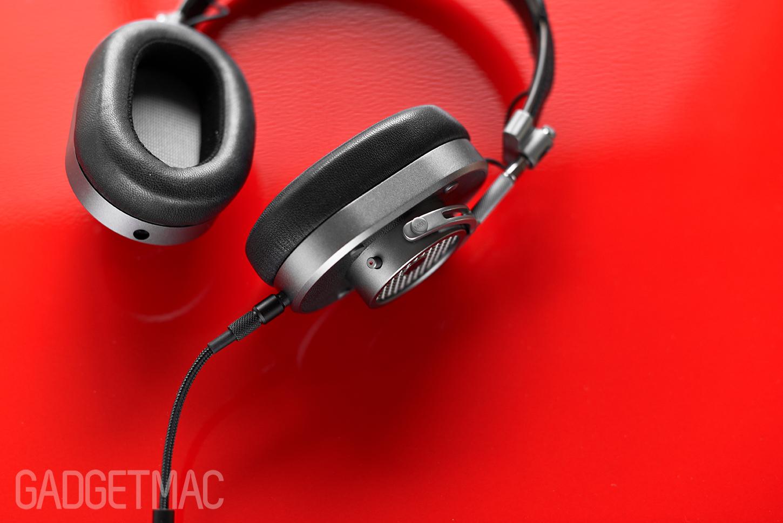 master_dynamic_mh40_knurled_audio_plug.jpg
