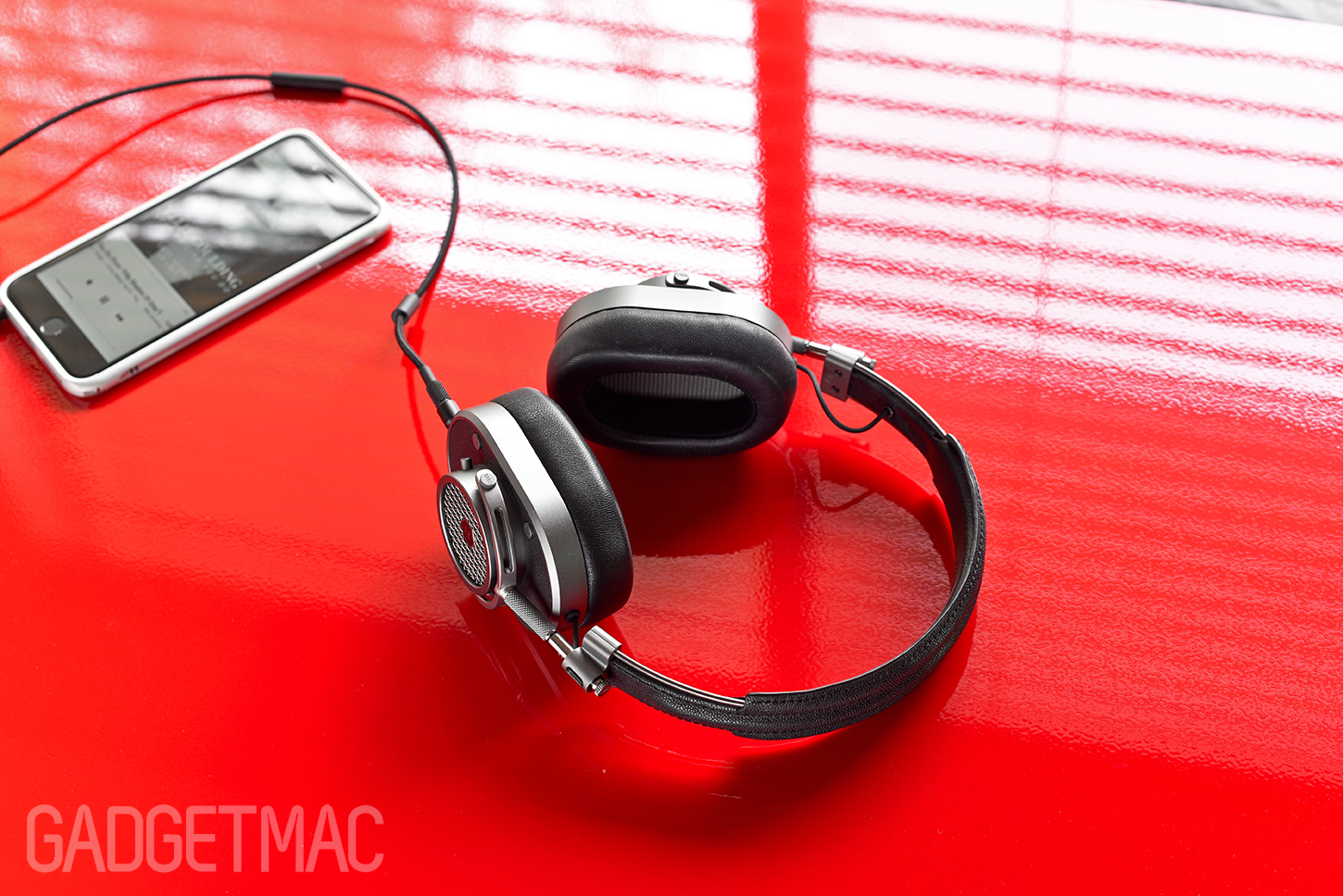 master_dynamic_mh40_over_ear_headphones_black_gunmetal_2.jpg