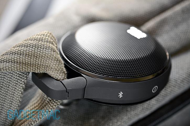 jbl_clip_portable_wireless_speaker_built_in_carabiner_hook.jpg