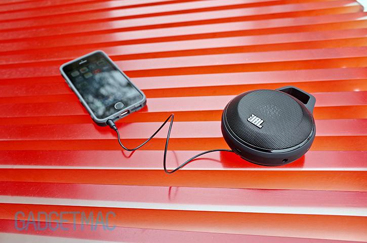 jbl_clip_speaker_built_in_audio_cable.jpg