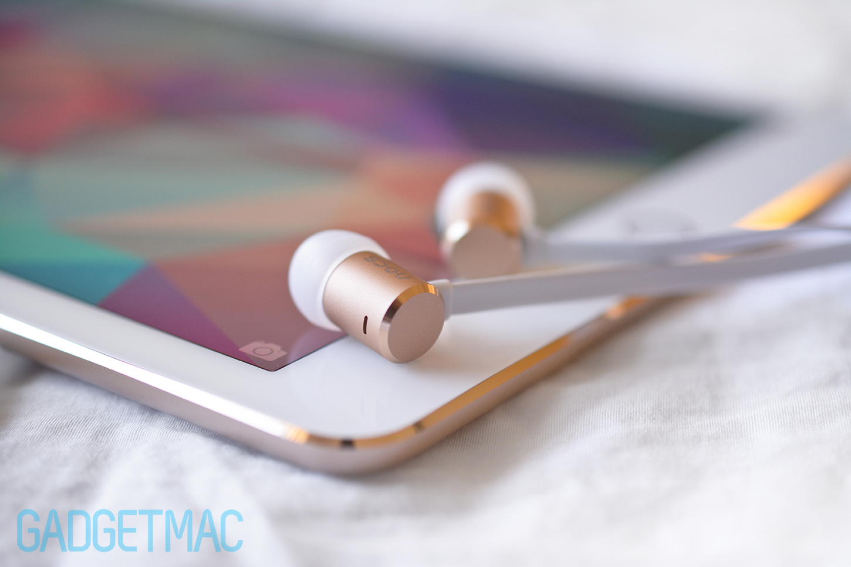nocs-ns500-in-ear-headphones-ipad-air-2-chamfered-gold.jpg