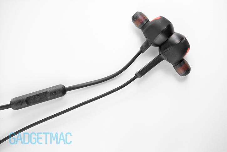 jabra_rox_wireless_in_ear_headphones_magnetic_power_saving_feature.jpg