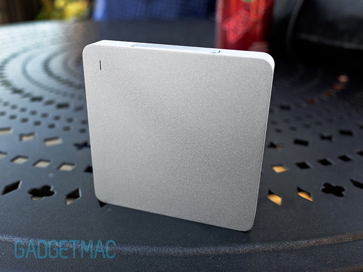calibre_ultra_go_mini_portable_aluminum_backup_battery_charger_finish.jpg