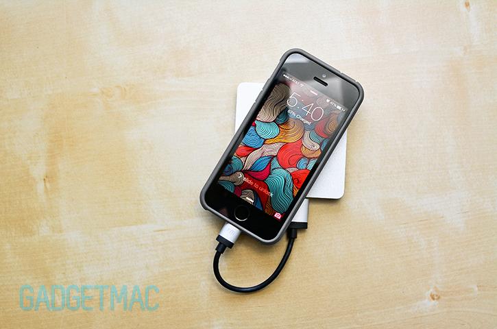 calibre_ultra_go_mini_portable_aluminum_backup_battery_pack_iphone_5s.jpg