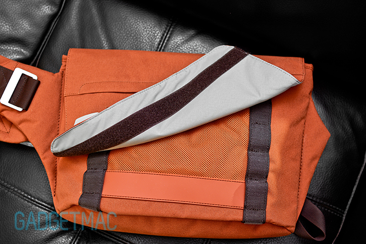 bluelounge_messenger_bag_rust_flap.jpg