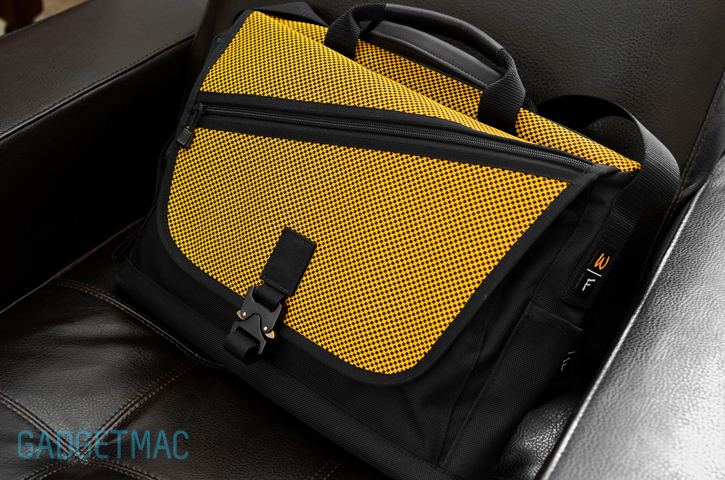 waterfield-cargo-messenger-bag-indium.jpg