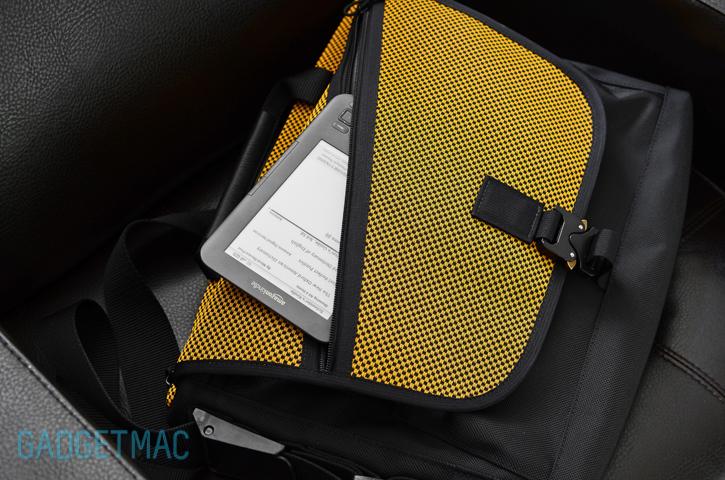 waterfield-cargo-messenger-bag-indium-flap.jpg