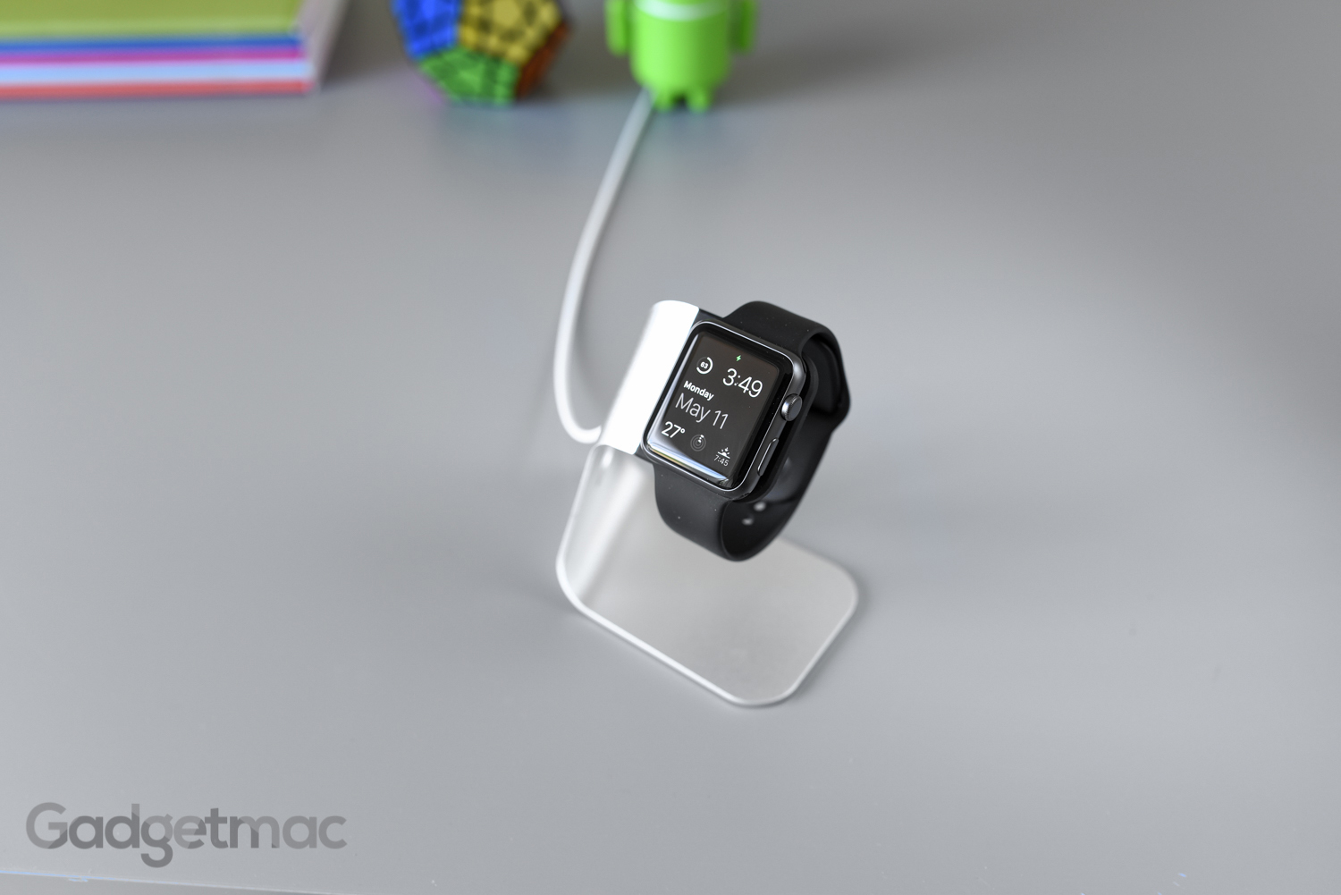 spigen-s330-apple-watch-stand-dock.jpg