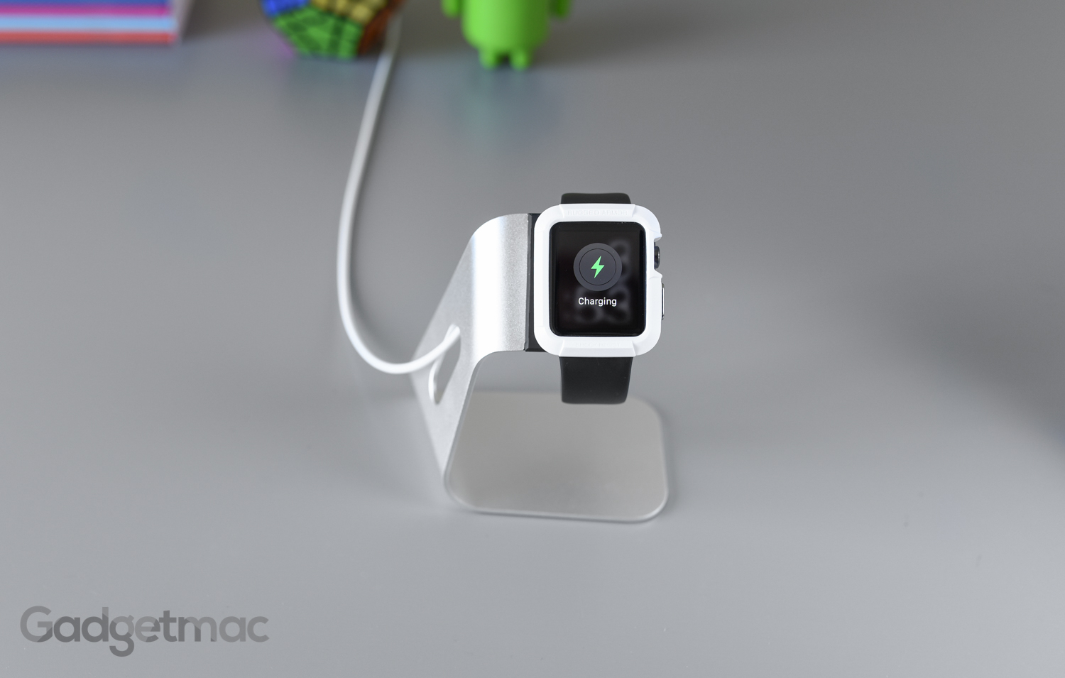spigen-s330-apple-watch-stand-dock-with-case.jpg